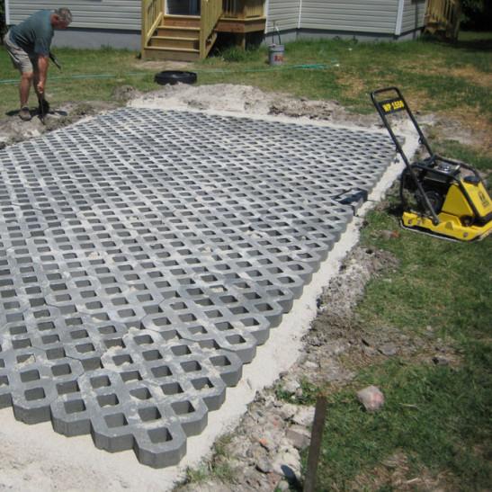 Установка газонной решетки