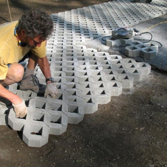 Установка газонной решетки 600х400х100 мм.