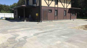 Укладка тротуарной плитки с бетонным основанием в Ногинском районе