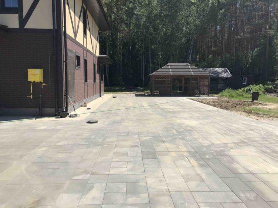 Укладка тротуарной плитки с бетонным основанием